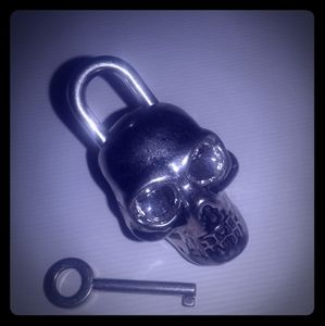 Accessories - Auth Alexander McQueen skull key ring bag charm